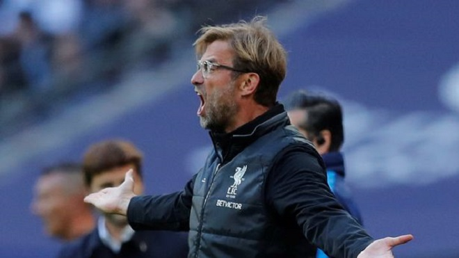 Klopp bị CĐV Liverpool 'ném đá' vì đổ lỗi cho Lovren