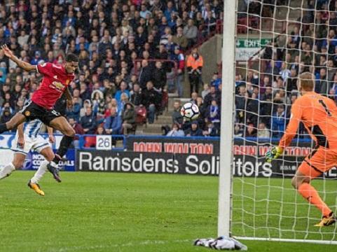 Huddersfield Town 2-1 M.U: 'Thảm họa' Lindelof. M.U thua trận đầu tiên ở mùa này