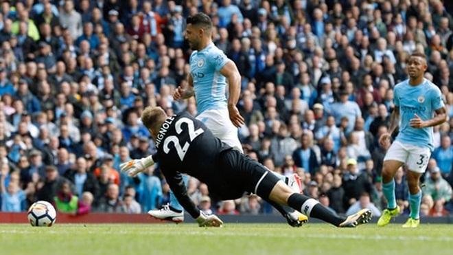 Arsenal 3-0 Bournemouth, Leicester 1-2 Chelsea, Everton 0-3 Tottenham: Thành London vui như ngày hội