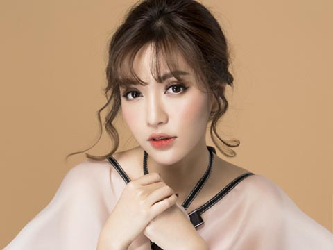 Livestream với ca sĩ Bích Phương - 'Cô gái triệu view' của showbiz Việt