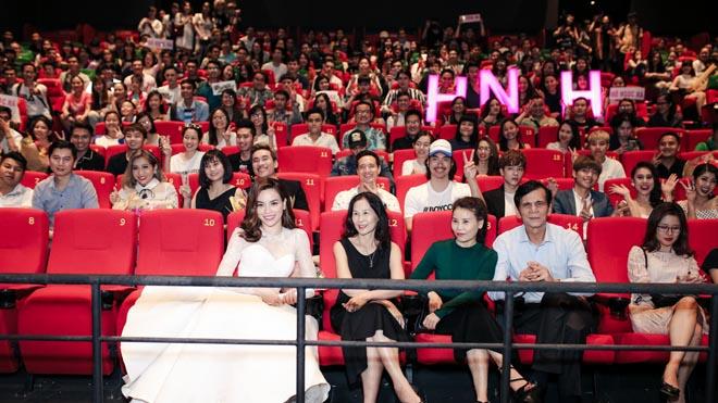 Hồ Ngọc Hà ra mắt MV 'Cả một trời thương nhớ' dán nhãn 18+