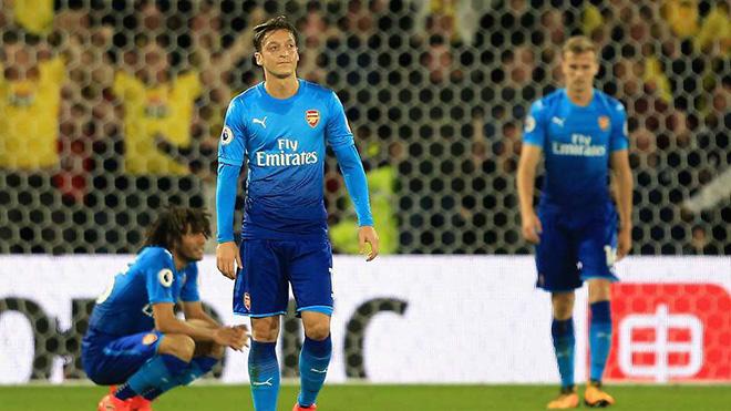 CĐV Arsenal giận dữ vì lời chúc mừng của CLB dành cho Oezil