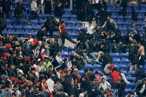 Lyon và Besiktak bị phạt nặng