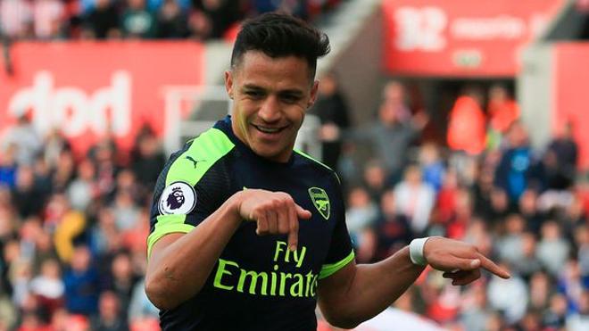 Sanchez ăn mừng thế này thì chứng tỏ đã chấp nhận ở lại Arsenal