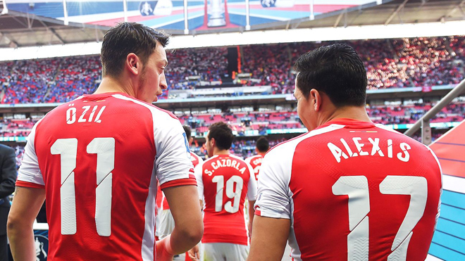 Tăng lương cho Sanchez và Oezil, Arsenal sẽ ra sao?