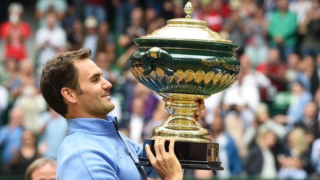 Tennis ngày 26/6: Federer lần thứ 9 đăng quang tại Halle. Huyền thoại McEnroe xếp Serena hạng... 700 trên BXH ATP