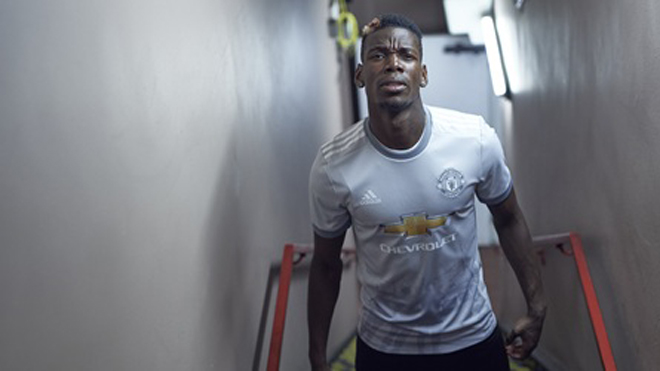 Mẫu áo đấu thứ ba của Man United bị fan 'ném đá' không thương tiếc