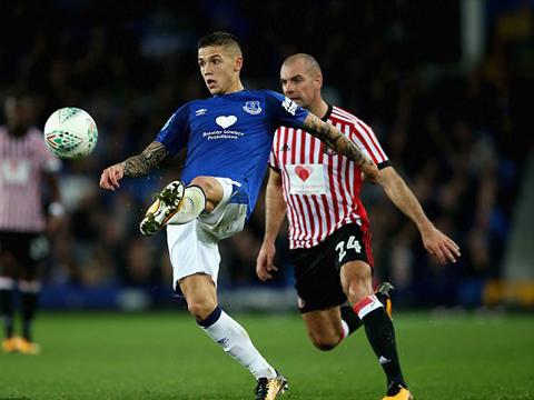 HÀI HƯỚC: Cầu thủ Sunderland đá cho Everton nhiều hơn... cả đội Everton cộng lại
