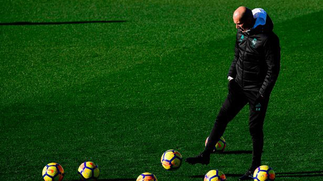 Thay vì sa thải, Real Madrid lại gia hạn hợp đồng với Zidane