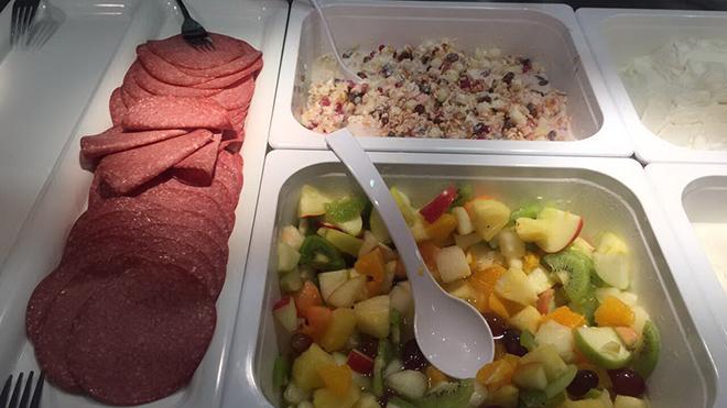 Cận cảnh bữa ăn bổ dưỡng tại Đức của U20 Việt Nam