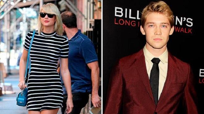 Taylor Swift ngọt ngào âu yếm bạn trai mới cạnh máy bay riêng