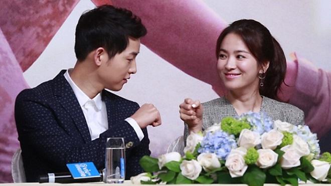 Song Joong Ki run lẩy bẩy khi cầu hôn Song Hye Kyo