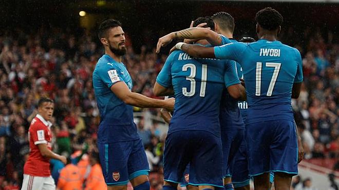 CẬP NHẬT sáng 30/07: Arsenal thắng đậm ở Emirates Cup, PSG giành siêu cúp Pháp, Fellaini sắp rời Man United.