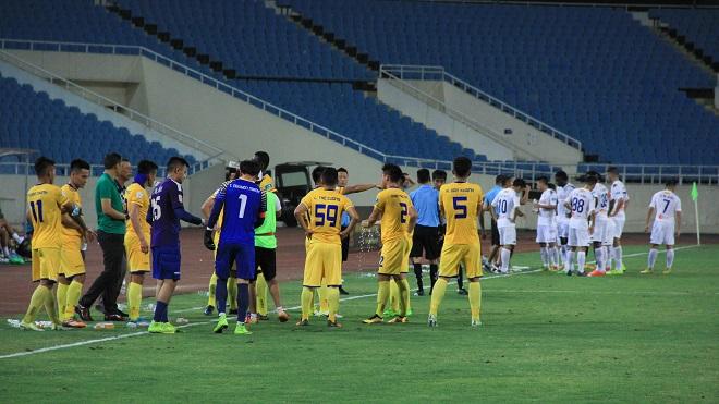 Hà Nội FC thua SLNA vì… thời tiết quá nóng