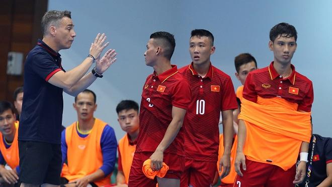 HLV Rodrigo: 'Futsal Việt Nam hãy quên đi chuyện giành HCV'