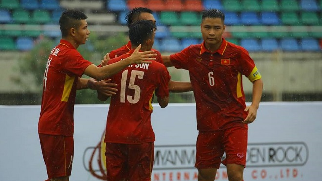 Thủ môn mắc sai lầm, U18 Việt Nam vẫn thắng tưng bừng và giành ngôi đầu bảng B