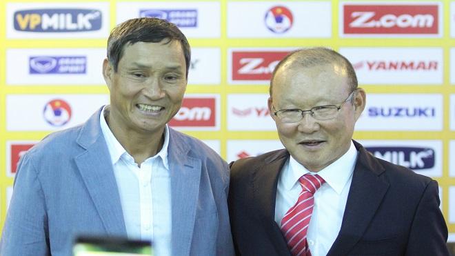 Khen tài HLV Mai Đức Chung, ông Park Hang Seo ngỏ lời nhờ giúp