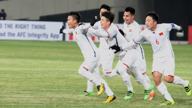 U23 Việt Nam - U23 Hàn Quốc: Quang Hải gây bất ngờ với cú sút xa ghi bàn tuyệt đẹp