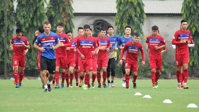 Văn Hậu khiến trọng tài ác cảm, FIFA ấn tượng với sự thăng tiến của Việt Nam