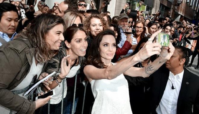 Angelina Jolie lấy lại phong thái minh tinh sau 'bão' hôn nhân đổ vỡ