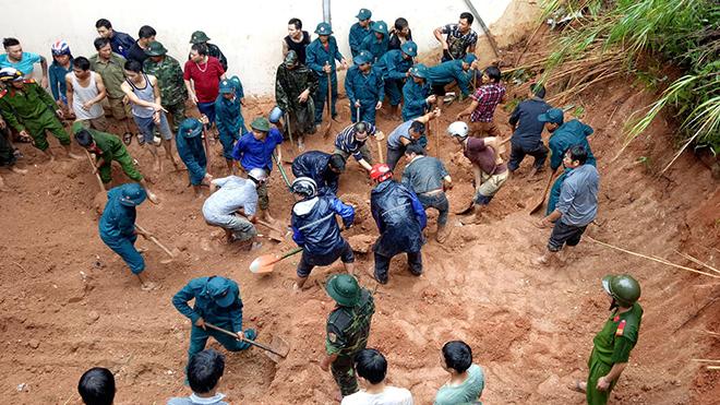 Tìm thấy thi thể hai cháu bé bị chôn vùi do sạt lở đất ở huyện Hoàng Su Phì