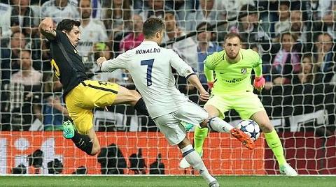 """Ronaldo đã quá """"tàn nhẫn"""" với Atletico Madrid"""
