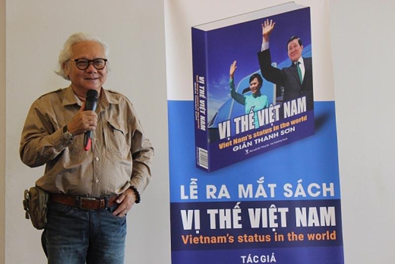 Sách ảnh ký sự ngoại giao 'Vị thế Việt Nam' được chuyển thành học bổng