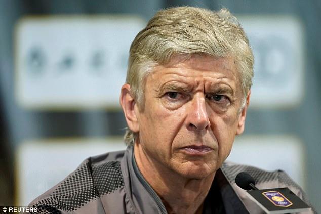 Wenger thấy Premier League quan trọng hơn Champions League