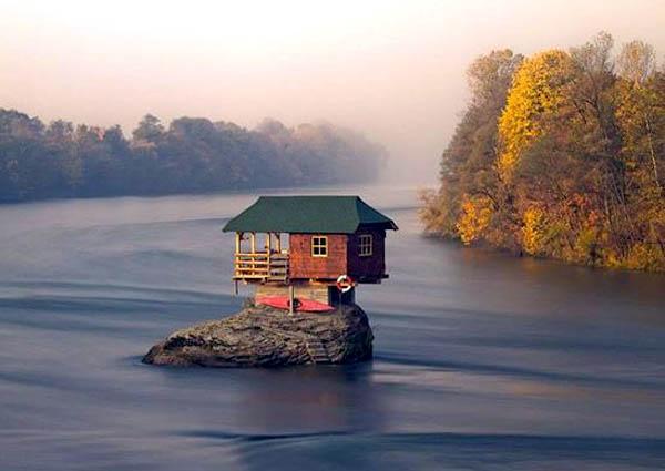 Lạ lùng ngôi nhà nằm ở giữa sông | kì lạ,ngôi nhà,bí ẩn,dòng sông,thu hút,kì quan