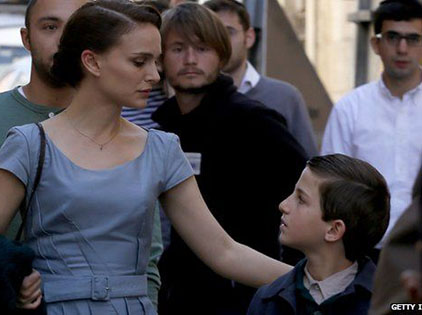 LHP Cannes: Phim về cuộc tàn sát người Do Thái của Natalie Portman gây tranh cãi