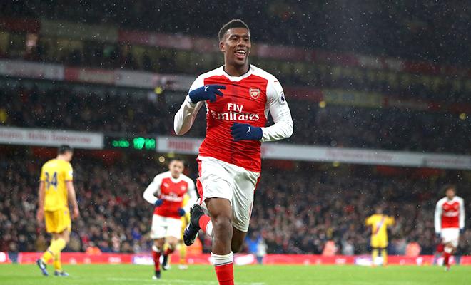 Arsenal đâu thiếu cây làm bàn!