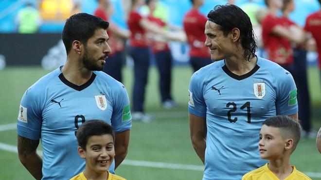 Fan thích thú với pha phối hợp ghi bàn của Suarez và Cavani vào lưới Bồ Đào Nha