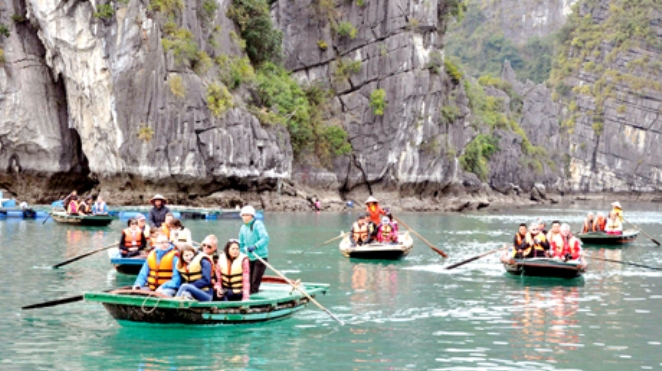 Vịnh Hạ Long sẽ quản lý chặt các thuyền du lịch nhỏ