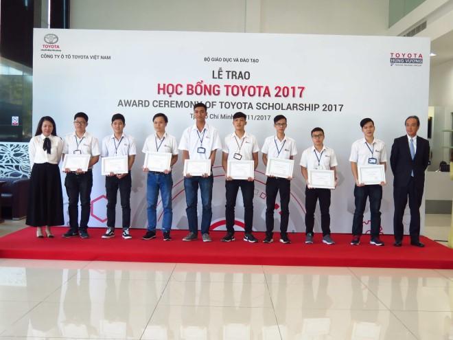 Toyota trao tặng gần 700 triệu đồng học bổng 2017