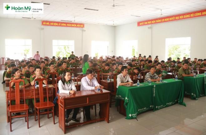 Bệnh viện Đa khoa Hoàn Mỹ Cửu Long tổ chức tư vấn cho các chiến sĩ cảnh sát cơ động của TP Cần Thơ