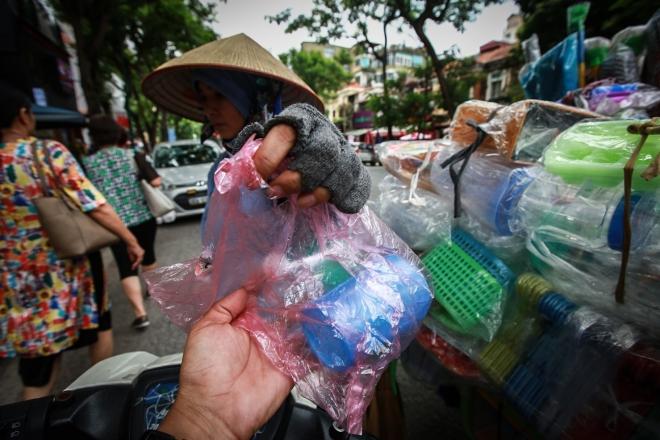 Hình ảnh thảm họa nylon và nhựa dùng một lần đang xâm chiếm thế giới - Ảnh 11