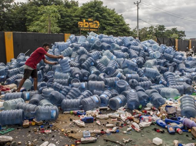 Tỷ phú Australia chi 300 triệu USD cho sáng kiến giảm thiểu rác thải nhựa toàn cầu