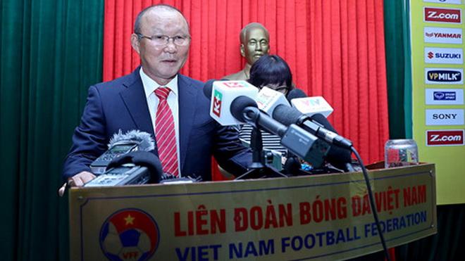 HLV Alfred Riedl trở lại Đông Nam Á, ông Park Hang Seo gặp người tiền nhiệm