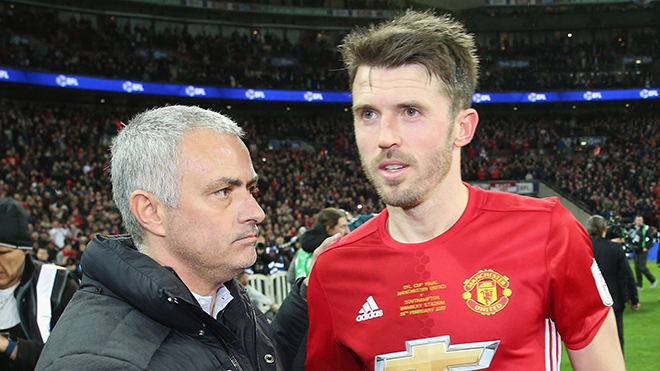 Mourinho không tuyển 'phó tướng' ở M.U là đúng