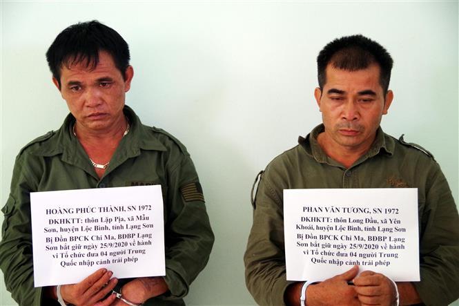 Đối tượng Hoàng Phúc Thành và Phan Văn Tương bị bắt vào 3 giờ 30 phút ngày 25/9, tại xã Yên Khoái, Lộc Bình. Ảnh: Thái Thuần-TTXVN