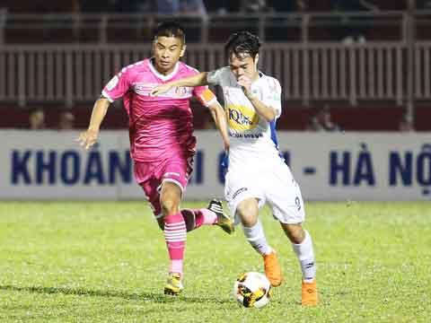 Văn Toàn đang khẳng định đẳng cấp của mình ở sân chơi V-League. Ảnh: Quang Liêm