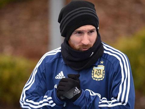 CẬN CẢNH: Messi đi bóng từ giữa sân rồi ghi bàn dễ như ăn kẹo