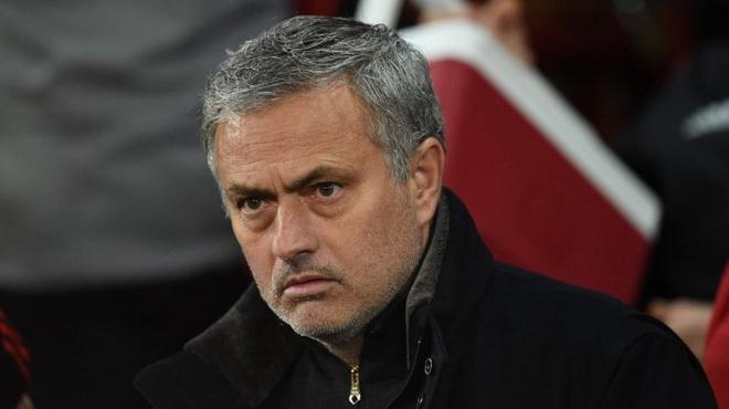 TIN HOT M.U 14/3: Đã tìm được người thay Carrick. Mourinho muốn 2 ngôi sao nếu đổi De Gea