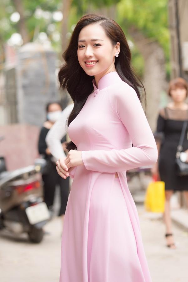Hình ảnh Hoa hậu Việt Nam 2018: Thí sinh sẽ phải đi cào nghêu, bán vé số số 3
