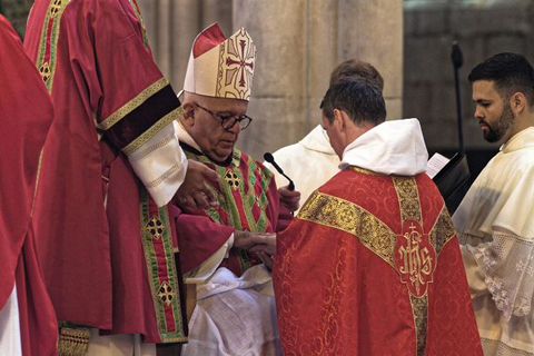 Cựu cầu thủ Manchester United trở thành linh mục