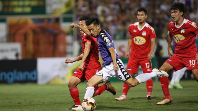 Hai pha bóng 'làm khổ' thủ môn của HAGL và Hà Nội