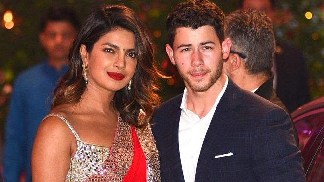 Nick Jonas cười phớ lớ khi cưới được bạn gái lớn tuổi Priyanka Chopra ở Ấn Độ