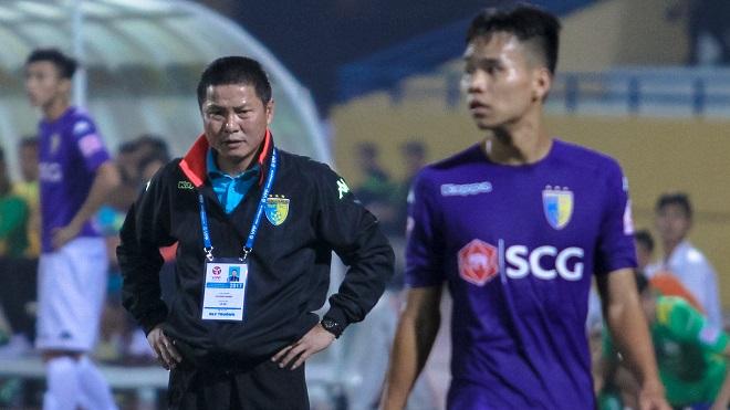Hạ đội bóng của Công Vinh, lên ngôi đỉnh bảng nhưng HLV Hà Nội FC vẫn rầu